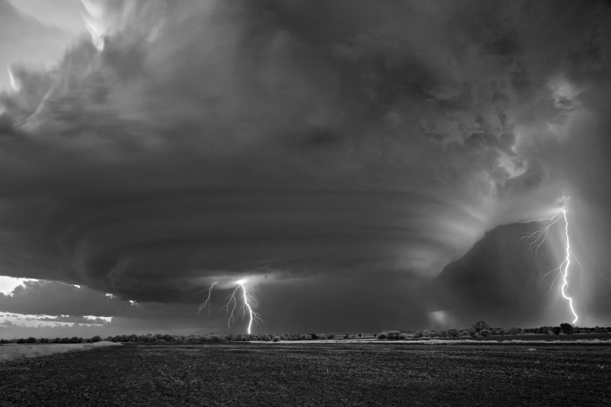 تصویر از عکس های زیبا و وحشتناک از ابر طوفان های بزرگ در دشت های شمالی آمریکا