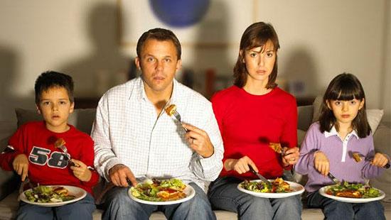 برای کنترل وزن قبل ساعت ۱۵ ناهار بخورید