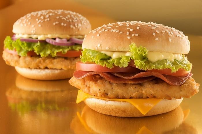 تصویر از طرز تهیه همبرگر مرغ خانگی به دو روش چرخ کرده و تکه ای