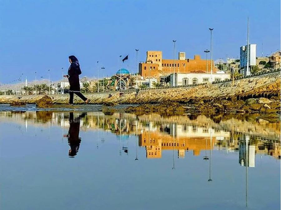 نمایی زیبا از بازتاب قلعه شیخ نصوری برروی آب ساحل سیراف عکاس/ حسین هدایتی