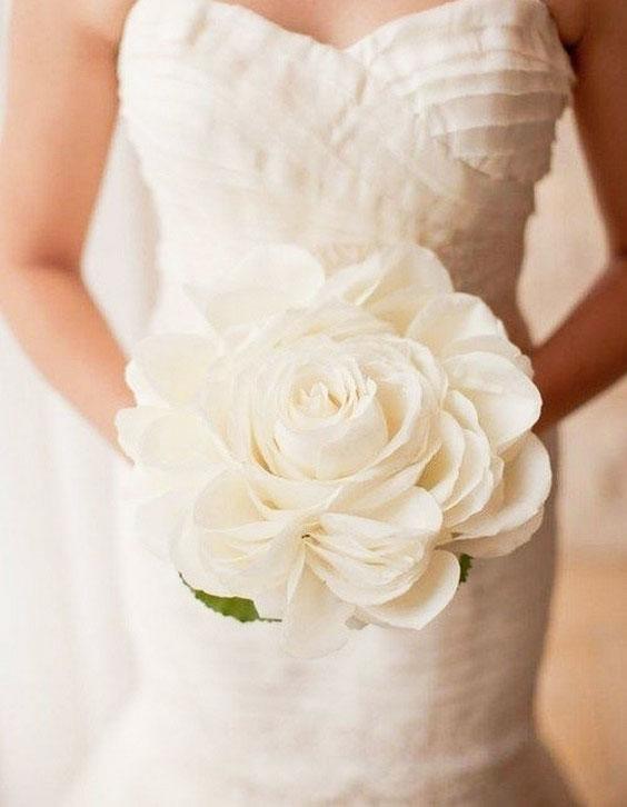 جدیدترین نمونه های دسته گل عروس با رز سفید