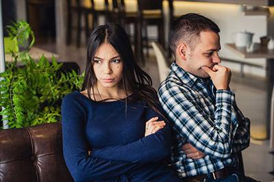 تصویر از چطور از همسرتان درباره رفتارهای مشکوک سوال بپرسید؟