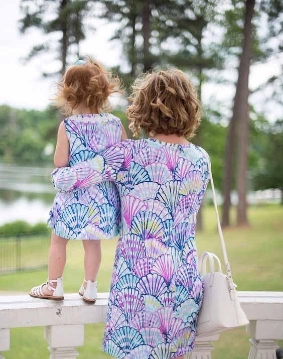 زیباترین انواع مدل پیراهن ساحلی + نحوه ست کردن پیراهن ساحلی معمولا به پیراهنهای کوتاه یا بلند و رنگارنگ حریر، نخی یا قلاب بافی شده اطلاق میشود که شما میتوانید روی مایو در کنار ساحل با صندل و کلاه آفتابگیر خود ست کنید.