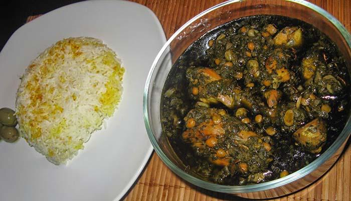طرز تهیه قرمه سبزی با مرغ و نکاتی برای طبخ آن