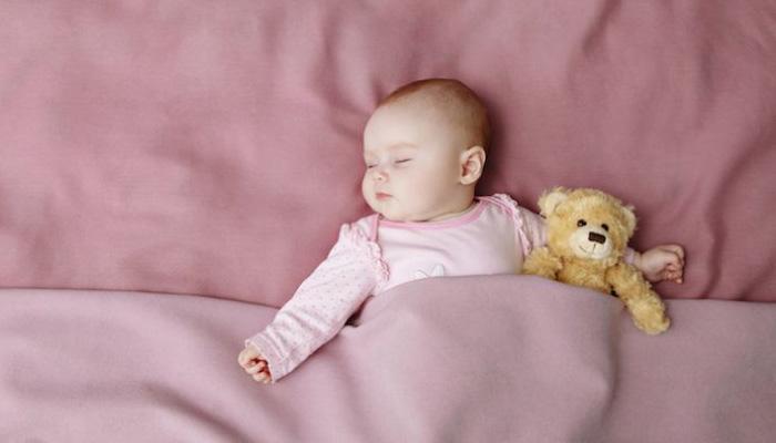 زمان مناسب تنها خوابیدن کودک