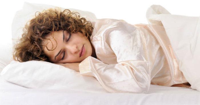 خوابیدن با سوتین یا بدون سوتین؟