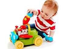 ۱۴ اسباب بازی برای کودکان زیر یک سال