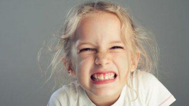 علت دندان قروچه در کودکان چیست و چگونه درمان میشود؟