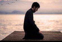 تصویر از آیا جایز است در نماز، قسمتی از یک دعا یا زیارتنامه خوانده شود؟