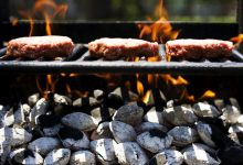 تصویر از چرا کباب زغالی خوشمزهتر از کبابهای دیگر است؟