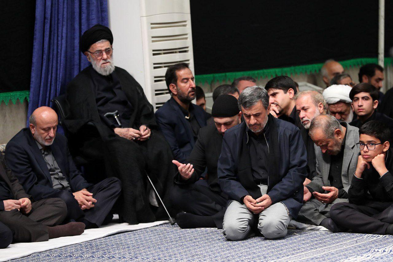 حضور دکتر احمدی نژاد در مراسم عزاداری شام غریبان حسینیه امام خمینی(ره) بیت رهبری