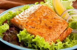 تصویر از طرز تهیه ماهی قزل آلا کبابی با فسفر اضافه!