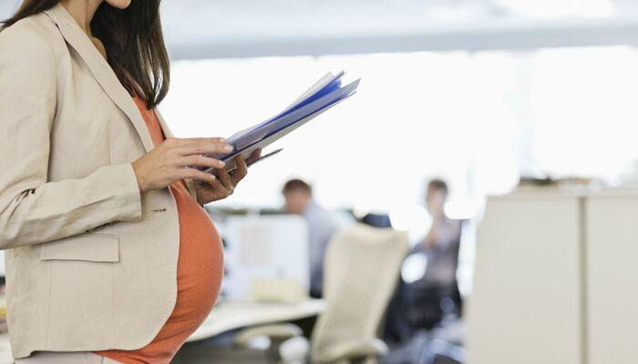 قوانین مرخصی زایمان و بارداری؛ از کمک هزینه بارداری تا مرخصی زایمان