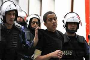 برخورد توهین آمیز نظامیان آل خلیفه با کودکان در زندان ها